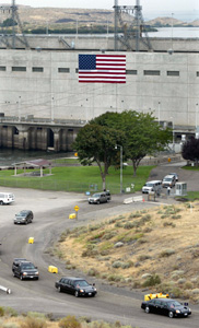 (AP: Ken Lambert) President Bush's motorcade departs after a tour of the Ice Harbor Lock and Dam, Friday, Aug. 22, 2003, in Burbank, Wash.