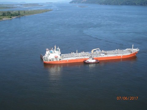 The Argent Cosmos, A 557-foot tanker loaded with 1.63 million gallons of ethanol and 6.65 million gallons of monoethylene glycol ran aground Thursday morning (7/6/17) near Skamokawa, Washington, on the lower Columbia River