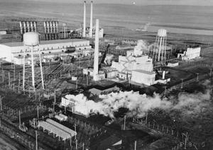 The B reactor complex, operating in the 1940s, was the earliest facility to turn out large amounts of waste at Hanford. (U.S. Department of Energy/Wikimedia Commons)