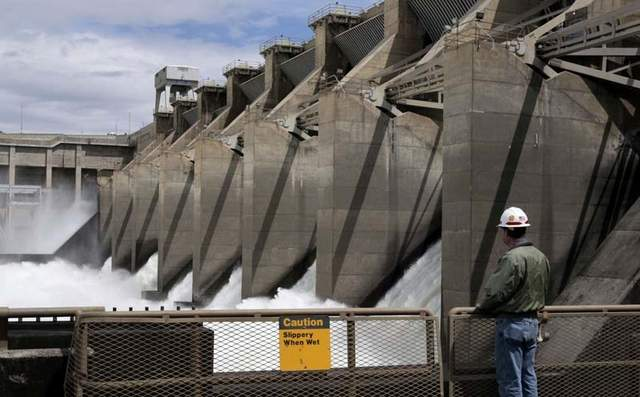 (Jeff T. Green) The Ice Harbor Lock and Dam on the lower Snake River near Burbank, Washington.