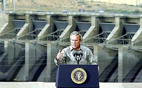 George Bush shows support for Lower Snake River dams in front of Ice Harbor dam near Pasco, Washington